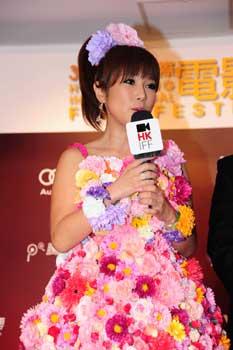 香港国際映画祭ワールドプレミアにはるな愛登壇_e0025035_1472121.jpg