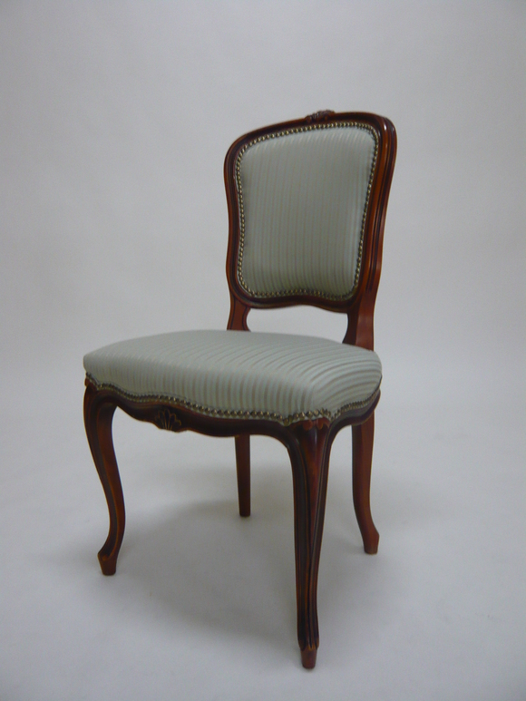 いろんな人の素敵な場面に寄り添う椅子_d0224984_22253389.jpg