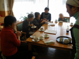 お菓子作り<アクティブライフ夙川・グループホーム>_c0107602_13164867.jpg