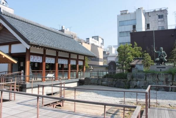 柴田神社(北庄城址)近くに「戦国の館」_f0229508_1517839.jpg