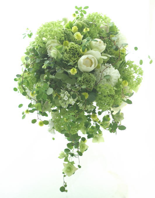 グリーンのセミキャスケードブーケ 緑の中に白 _a0042928_20395496.jpg