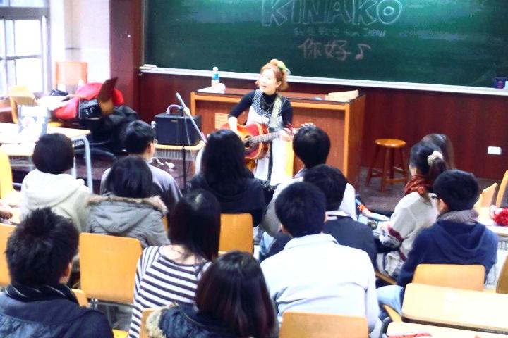 3/25 教室ライブ@台湾大学  その2 _f0115311_1725487.jpg