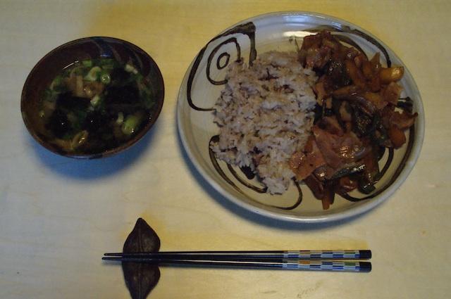夕飯はベーコンのニンニク炒め_e0166355_16584166.jpg