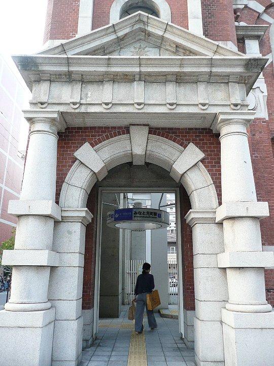 神戸の「みなと元町駅」_c0112559_15474169.jpg