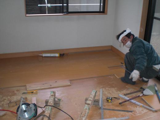 快適な床暖房 ~ 1階の工事開始です_d0165368_5484040.jpg