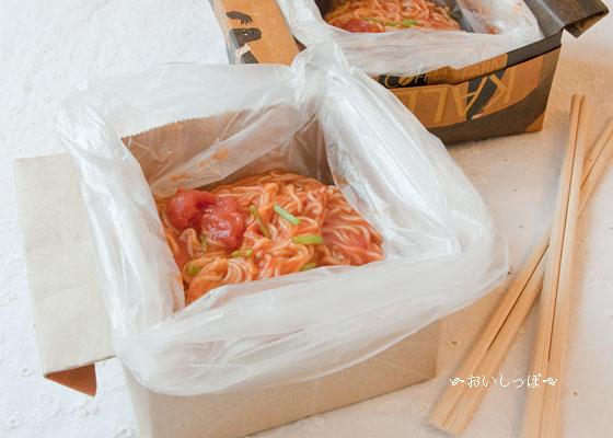 紙袋の食器で食べる。トマトホール缶にゅうめんの節水レシピ