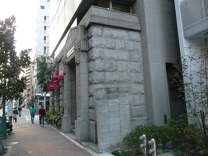 毎日新聞神戸支局旧正面玄関_c0112559_13451774.jpg