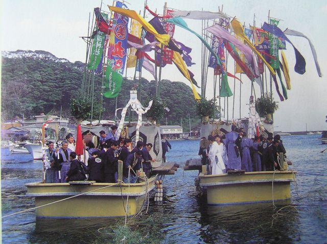 4/7  美保神社で国譲り神話の青柴垣神事が執り行われます!_d0154569_2247465.jpg
