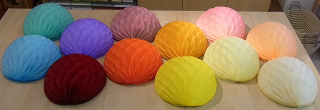 ハニカムペーパーボールの小型サイズが入荷しました!_a0121669_23531348.jpg