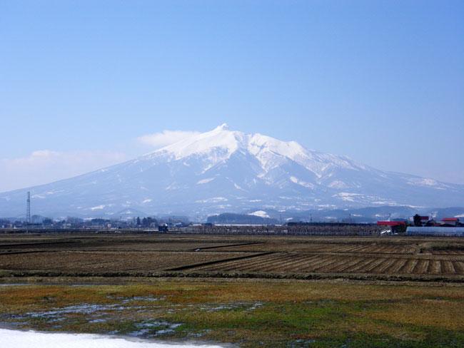 3週間ぶりに弘前へ 岩木山と五能線など_a0136293_17323820.jpg