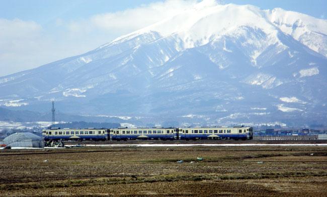 3週間ぶりに弘前へ 岩木山と五能線など_a0136293_17353498.jpg