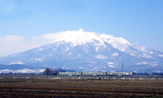 3週間ぶりに弘前へ 岩木山と五能線など_a0136293_17355434.jpg