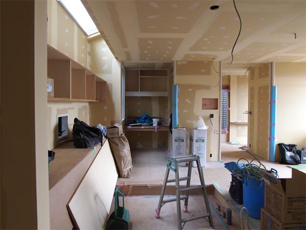 110405 キッチンらしく無い高さとして見せる_b0129659_8415615.jpg