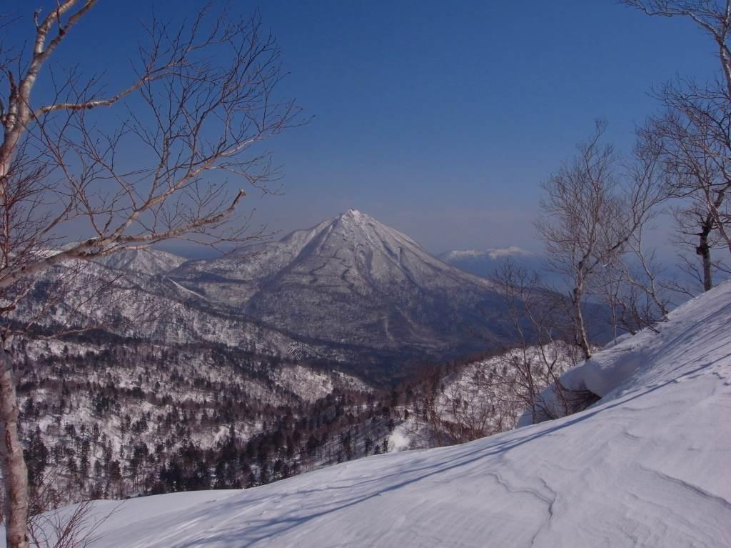 4月5日、丹鳴(になる)岳から稜線歩き-その1-_f0138096_17273920.jpg
