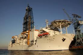 掘削船「ちきゅう」は今ここに:「日本沈没」するまで頑張る謎の船!?_e0171614_21323340.jpg