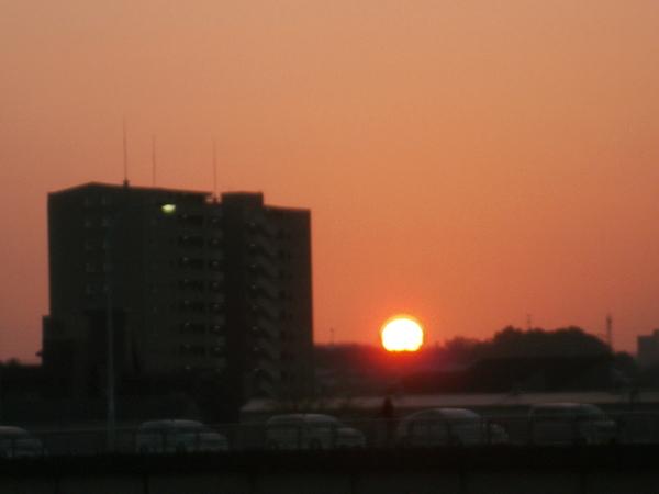 夕陽のい・ろ・い・ろ_a0174458_811027.jpg