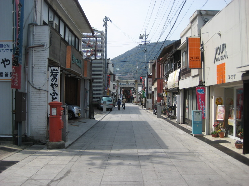 香川で讃岐うどんめぐり(1)西讃で新規開拓_c0013687_23302727.jpg