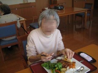 食事作り<アクティブライフ芦屋・グループホームつつじ>_c0107602_1527110.jpg