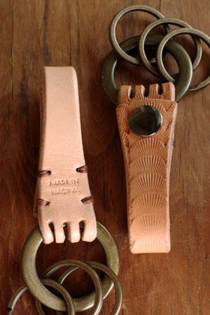 leather key holder_c0118809_20591785.jpg