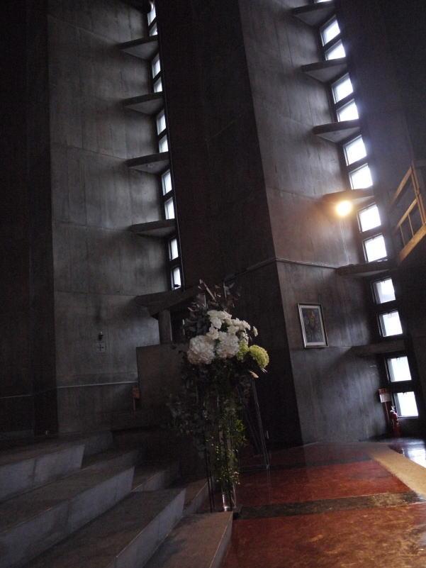 ウェディングドレスとアメイジング・グレイス カトリック目黒教会様へ_a0042928_1975088.jpg