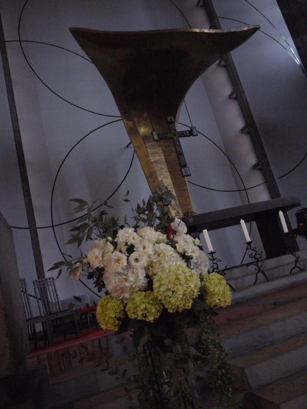 ウェディングドレスとアメイジング・グレイス カトリック目黒教会様へ_a0042928_1982097.jpg