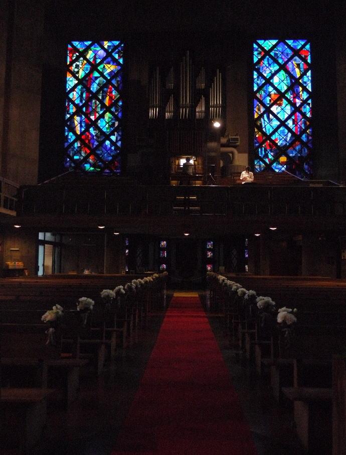 ウェディングドレスとアメイジング・グレイス カトリック目黒教会様へ_a0042928_198733.jpg