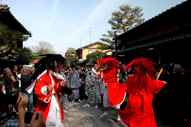 京の花だより 今宮神社やすらい祭_e0048413_2143344.jpg