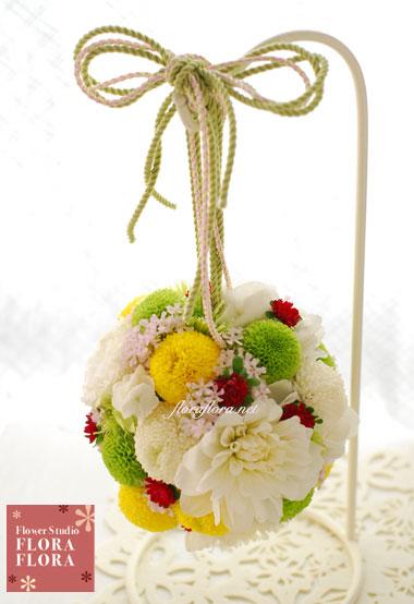 椿山荘様お届け 和装 3色ピンポンマムと白いダリアのボールブーケ_a0115684_1533229.jpg