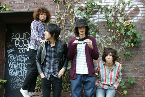 元Veni Vidi Vicious武井&山崎の新バンドが6/8に新作をリリース。本日よりフリーDLもスタート_e0197970_14293845.jpg