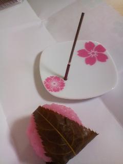 日本香堂の「桜はじめ」で癒される_d0169072_21431545.jpg