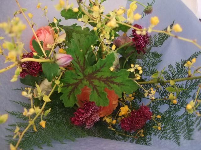 オークリーフ花の教室(春の花木を使って)_f0049672_18121569.jpg