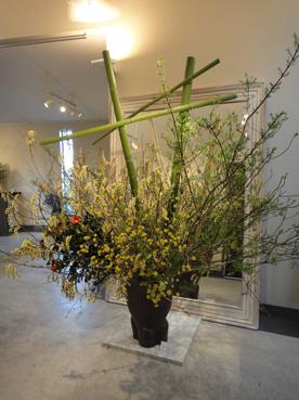 花と花器の展示会_e0109554_1046172.jpg