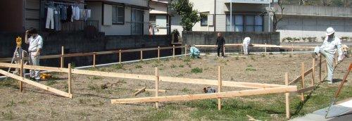 建物の位置決めと木材の手配!_b0112557_2342356.jpg