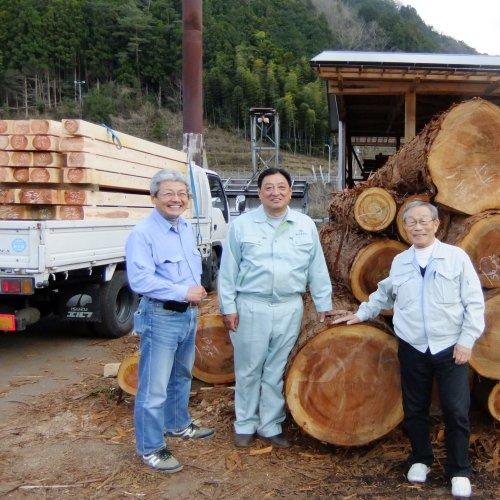 建物の位置決めと木材の手配!_b0112557_2352231.jpg
