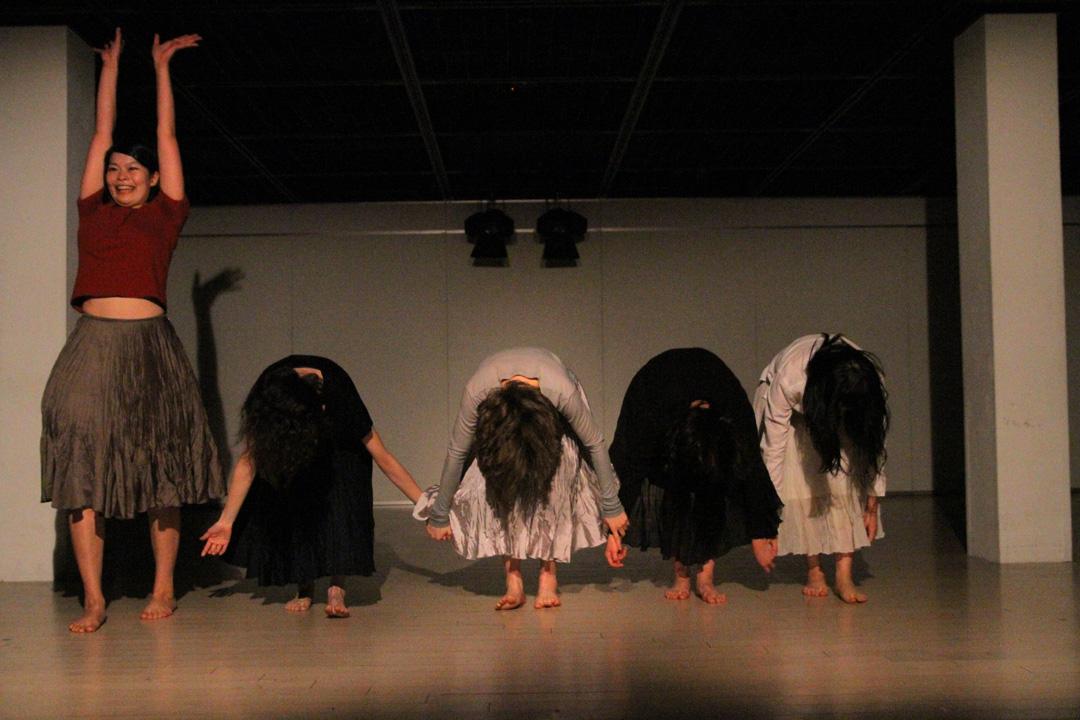 『静かな漠音』のための考察(試作品)@YOKOHAMA DANCE COLLECTION EX2011 _c0000587_2322169.jpg