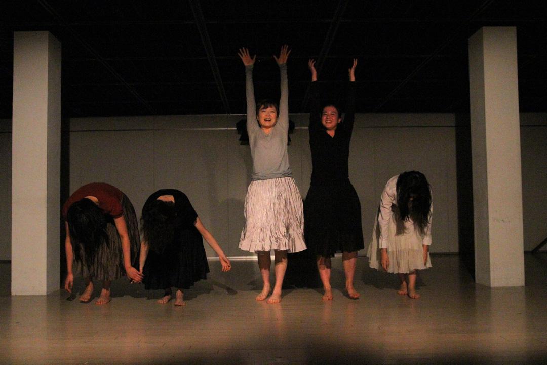 『静かな漠音』のための考察(試作品)@YOKOHAMA DANCE COLLECTION EX2011 _c0000587_2323834.jpg