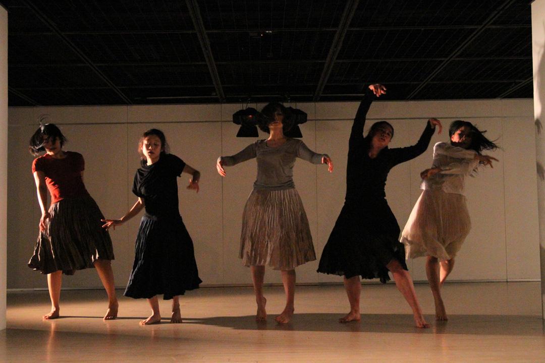 『静かな漠音』のための考察(試作品)@YOKOHAMA DANCE COLLECTION EX2011 _c0000587_2325466.jpg