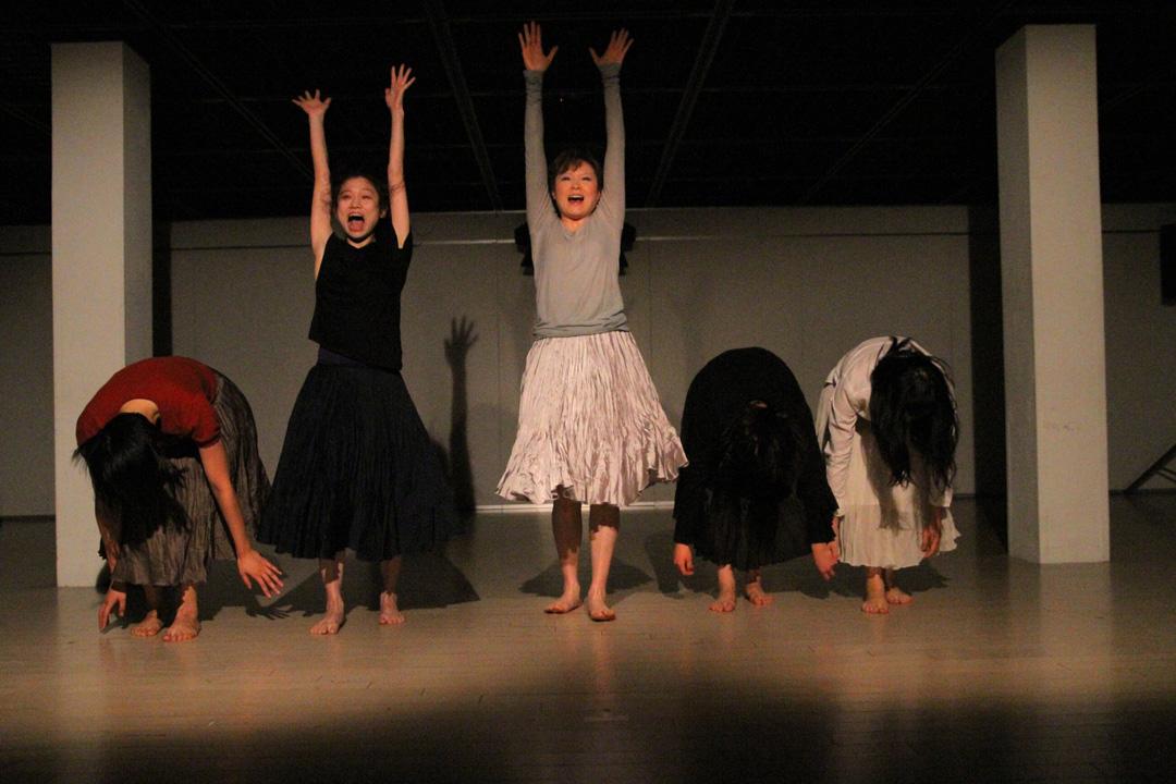『静かな漠音』のための考察(試作品)@YOKOHAMA DANCE COLLECTION EX2011 _c0000587_232677.jpg