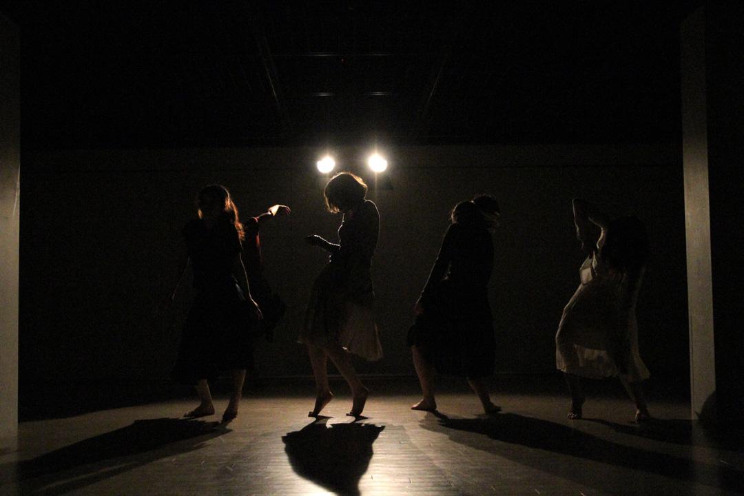 『静かな漠音』のための考察(試作品)@YOKOHAMA DANCE COLLECTION EX2011 _c0000587_2331192.jpg