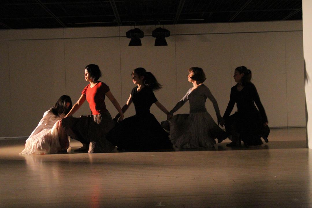 『静かな漠音』のための考察(試作品)@YOKOHAMA DANCE COLLECTION EX2011 _c0000587_2335747.jpg