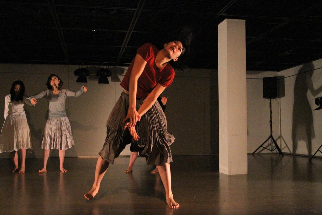 『静かな漠音』のための考察(試作品)@YOKOHAMA DANCE COLLECTION EX2011 _c0000587_2342378.jpg
