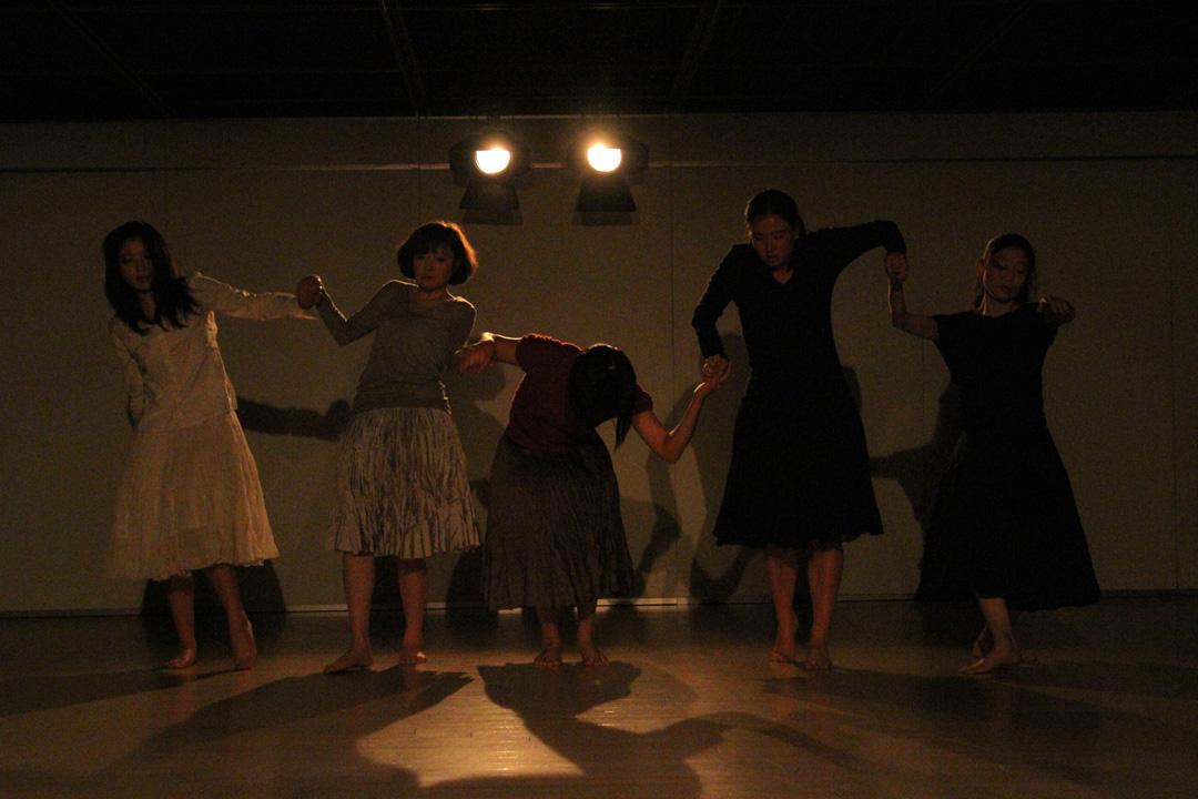 『静かな漠音』のための考察(試作品)@YOKOHAMA DANCE COLLECTION EX2011 _c0000587_2344286.jpg