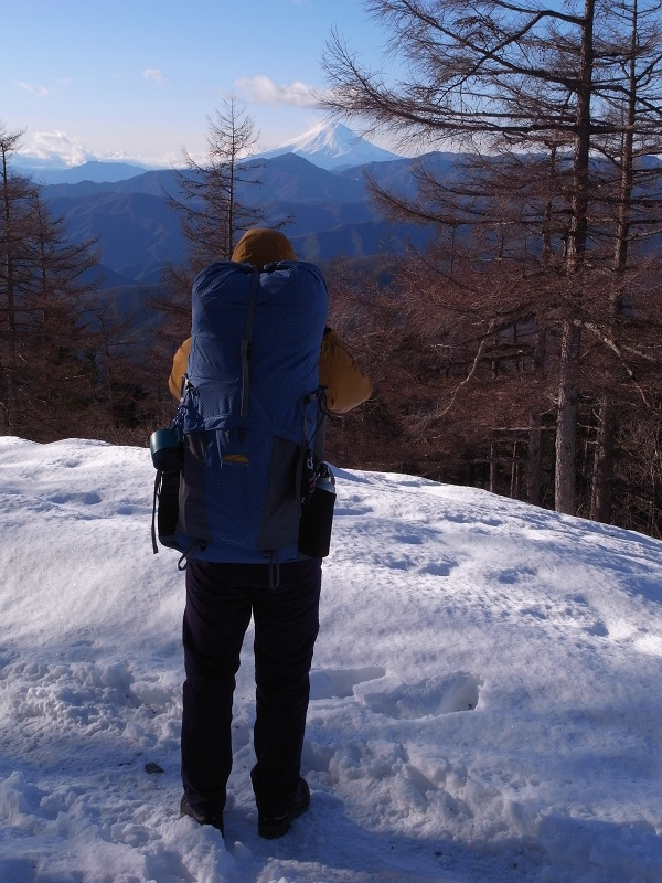 冬の雲取山へ2 2010.12.24-25(奥多摩小屋-浅間尾根-峰谷)_b0219778_1910519.jpg