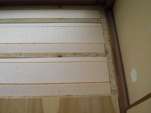 室内改装 ~ 断熱材を敷きこんでからのフローリング張りです。_d0165368_951248.jpg