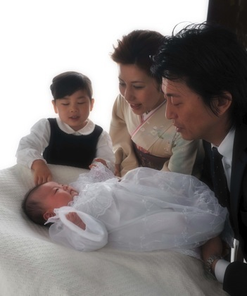 赤ちゃんを見つめるお母さんの暖かい笑顔が素敵です...._b0194185_22564235.jpg