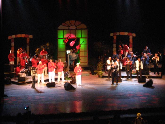 5/14〜始まるキューバの巨大音楽祭《マタモロソン》_a0103940_18504219.jpg