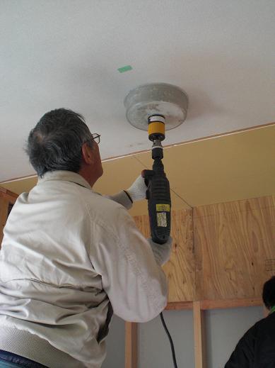 室内改装 ~ 穴あけが多かった電気屋さん。_d0165368_1126222.jpg