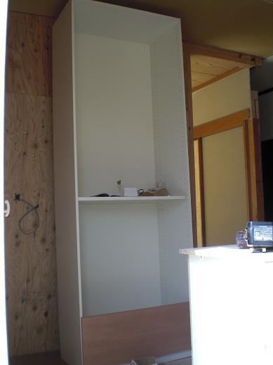 室内改装 ~ オシャレな収納家具を取り付け。_d0165368_820185.jpg