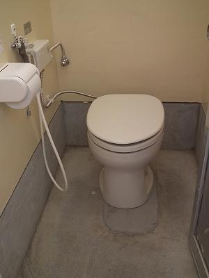 徳浜のトイレが簡易水洗になりました。_e0028387_23455364.jpg