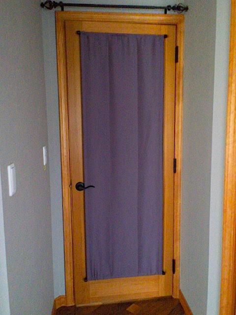 ステンドグラスの入ったドアにカーテンを取り付けました。_c0157866_20151856.jpg